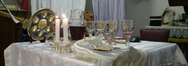 Széder asztal elemei